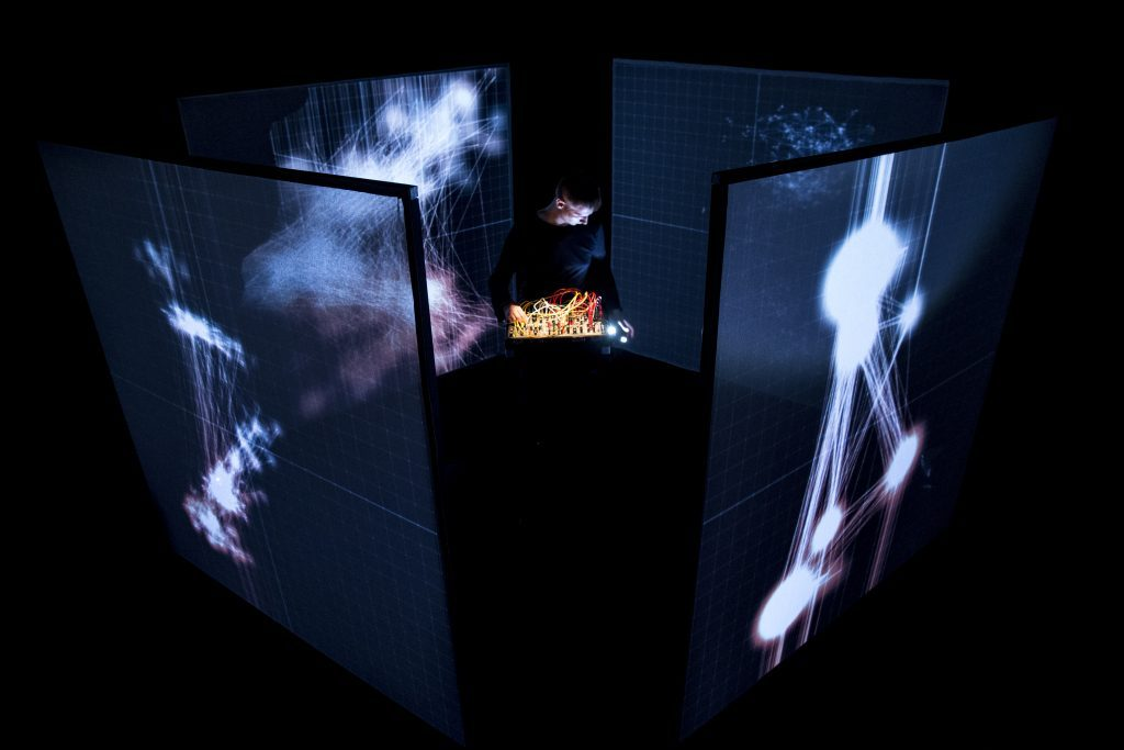 _nybble_ d'Alex Augier (FR) à Bordeaux lors des festivals Echo A Venir et accès)s(